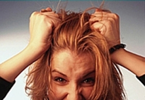 woman-pulling-hair-out