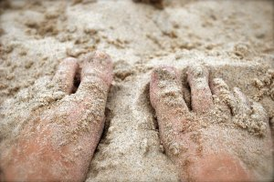 feet_in_the_sand_by_love2b-d3lovyy
